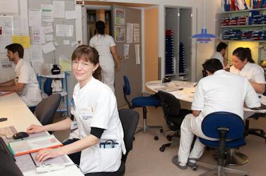 yngre læger på kontor