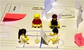 Billede af undersøgelsesrum med LEGO-figure