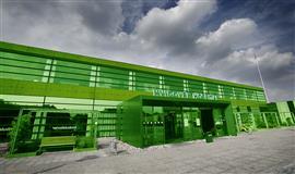 Billedet viser hovedindgangen på Hvidovre Hospital der er farvet grønt